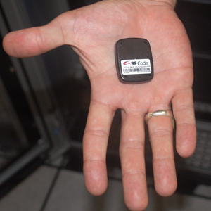 compact-tag-in-hand-3